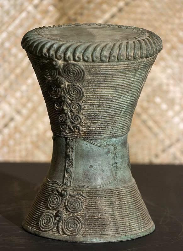Hourglass Pedestal