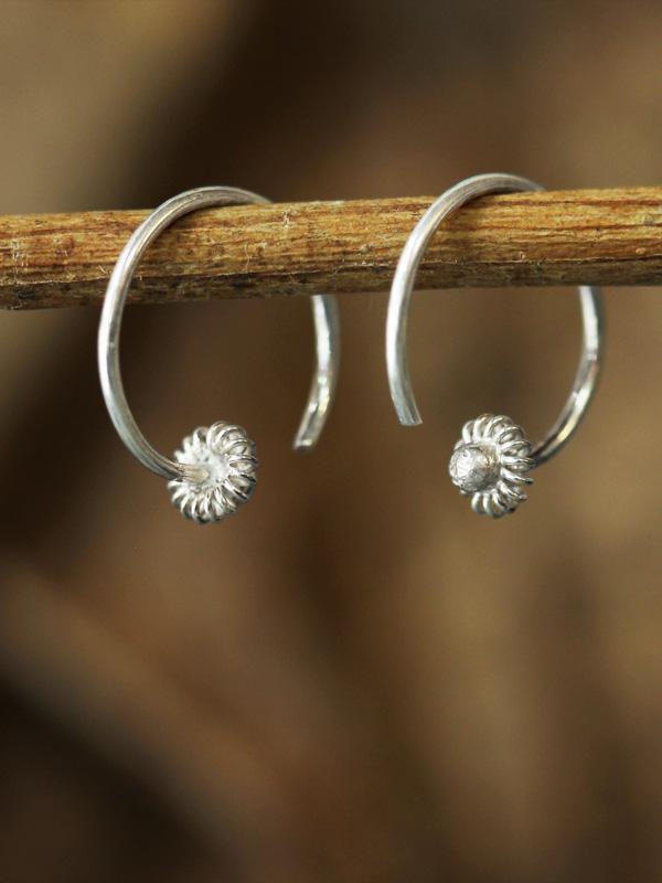 Star Gooseberry Close-hoop Earring