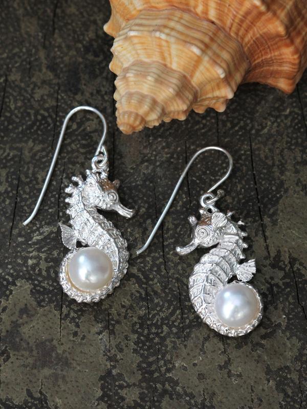 Seahorse Pearl Earring