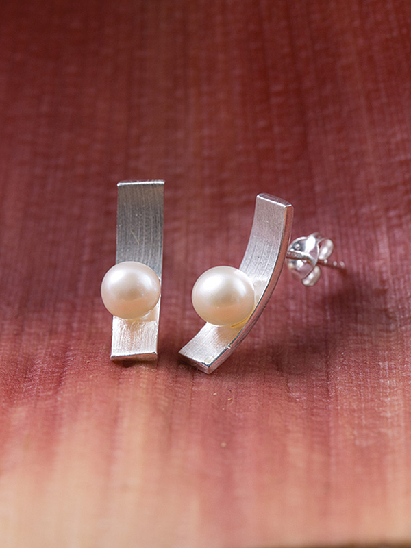 Pearl Wave Studs