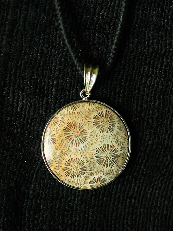 Circle Coral Pendant