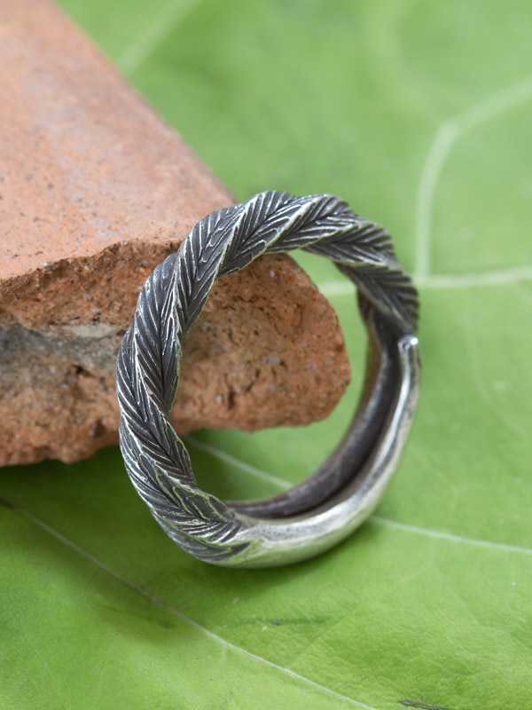Twizzle Ring