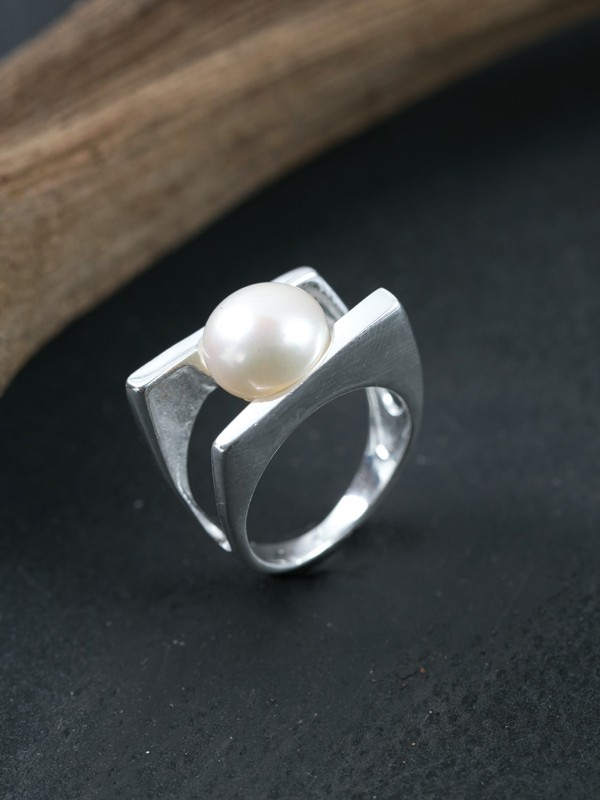 Pearl Deco Ring